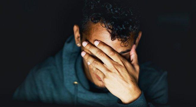 Metade dos adultos que têm depressão começaram a ter sintomas antes dos 18 anos, apontam estudos
