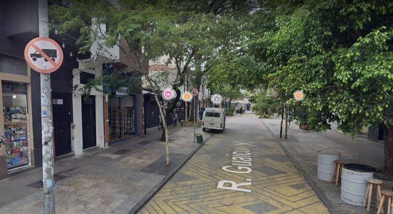 Jovem de 23 anos morre na rua Guaicuí, em Pinheiros, vítima de bala de perdida