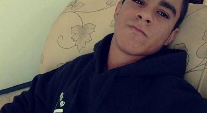 Robert Henrique Araujo Braga, de 16 anos, foi morto após roubarem seu celular