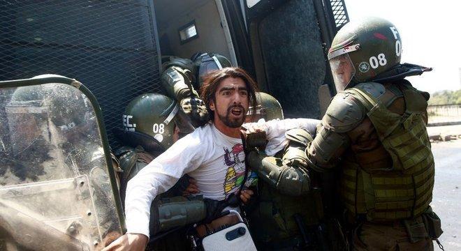 Governo só respondeu com 'tecnocracia e repressão', escreveu um jornalista