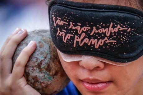Estudante cega participa do atletismo