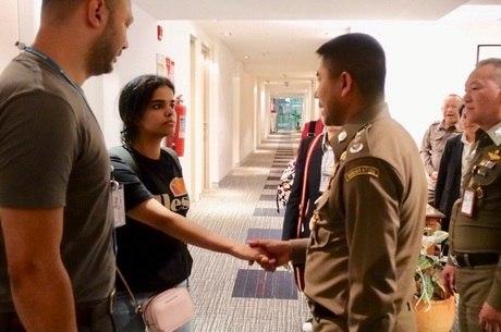 Jovem deixou quarto de hotel e não será deportada