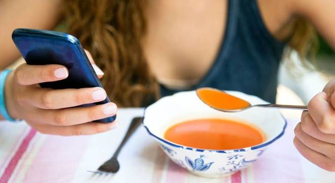Impacto do uso intenso de celular no dia-a-dia e no bem estar geral já era indicativo de que ele se aproxima de um vício