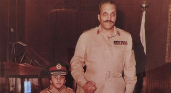 Jovem Zain Zia com seu pai, General Haq