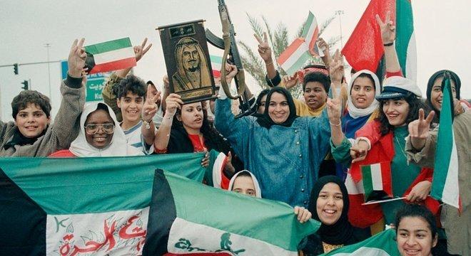 Jovens comemoraram a liberação do Kuwait em 1991