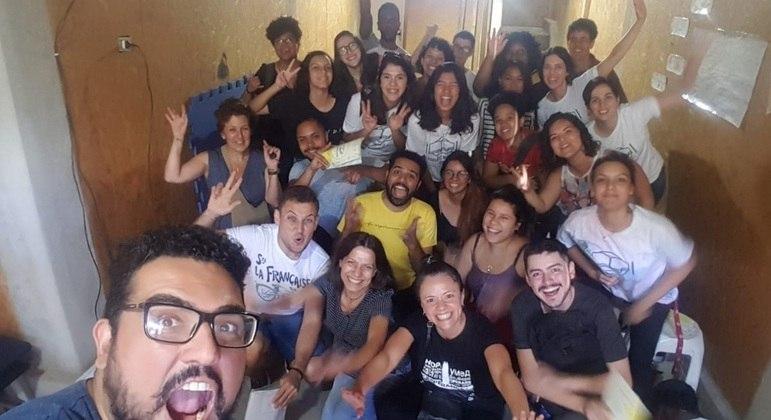 Equipe de professores e voluntários do cursinho Preparando o Futuro