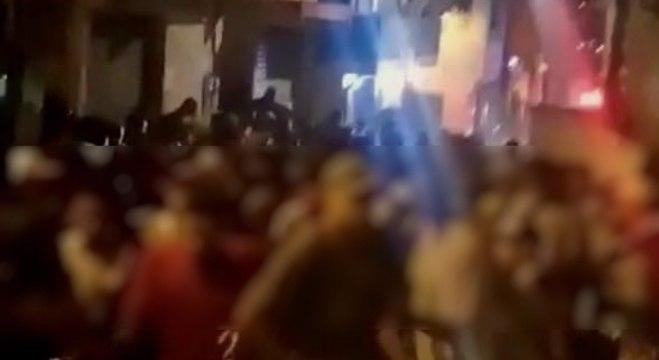 Jovens correm em ruas da favela após chegada da Polícia Militar