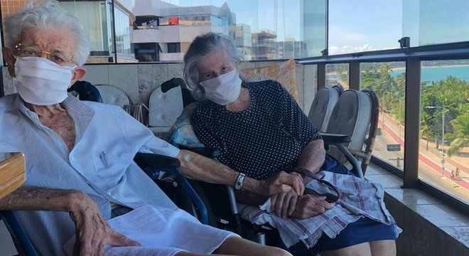 Jovino e Zélia Feitosa são casados há 65 anos e enfretaram a covid-19 juntos