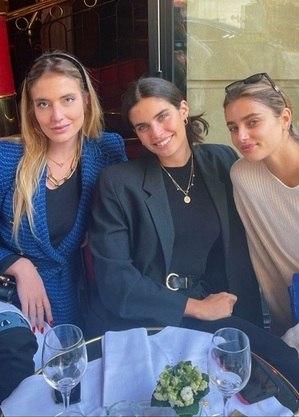 Julia Fernanda Prado com as modelos Sara Sampaio e Taylor Hill