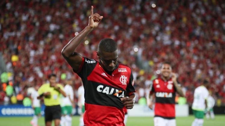 Juan: 331 jogos pelo Flamengo