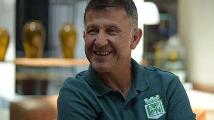 Juan Carlos Osorio – colombiano – 60 anos – sem clube desde que deixou o Atlético Nacional, em novembro de 2021 – principais feitos como treinador: conquistou dois Campeonatos Colombianos (Once Caldas e Atlético Nacional).