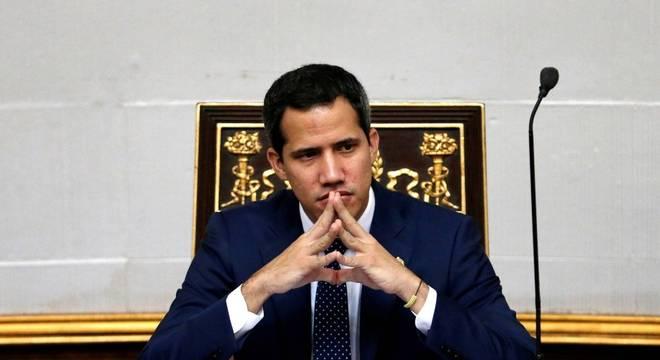 Oposição venezuelana tenta agarrar poder com referendo