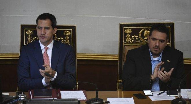 Juan Guaidó se autoproclamou presidente interino por liderar Assembleia Nacional; com eleições, a Assembleia agora mudará de comando