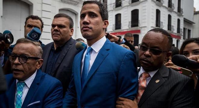Guaidó classificou a ação policial que impediu sua entrada como 'golpe'