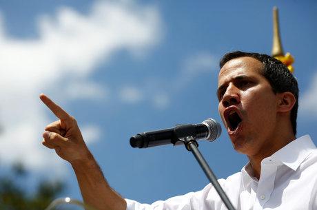 Guaidó dá ultimato a militares depois de confronto