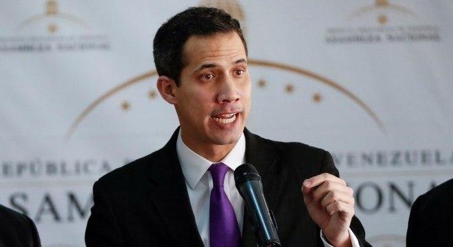 Juan Guaido diz que só assumirá controle do país com apoio das forças armadas