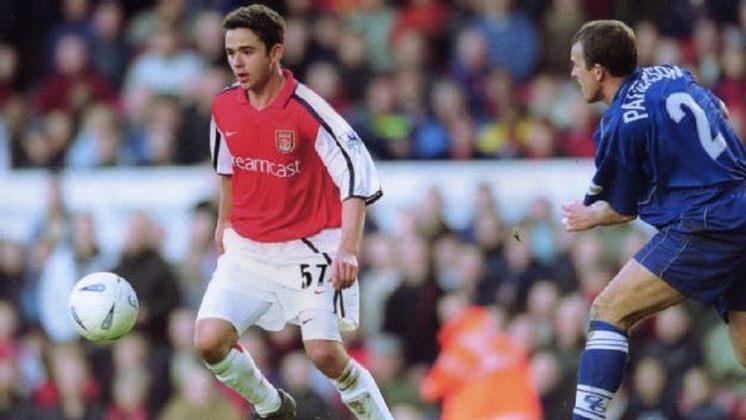 Juan (lateral-esquerdo) - 2 jogos e 0 gol entre 2001 e 2002 - Campeão da Copa da Inglaterra 2001–02 - Aposentado dos campos desde 2019, quando defendeu o Boavista-RJ. Atualmente tem 39 anos.