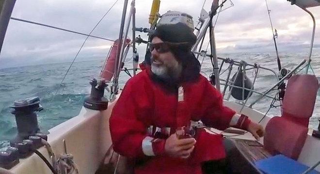 Ballestero navegou sozinho por três meses para poder estar com a família em Mar del Plata