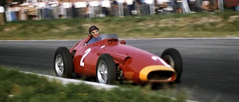 Juan Manuel Fangio: conquistou quatro títulos mundiais após uma grave fratura no pescoço em 1952.