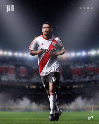 Juan Román Riquelme, ídolo do Boca Juniors, usando a camisa do River Plate.