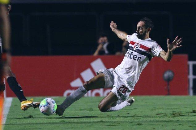 Juanfran (36 anos) - Seleção: Espanha - Último clube: São Paulo- Sem contrato desde março de 2021 - Valor: 1 milhão de euros.