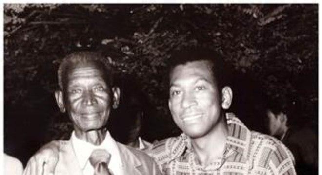 Juarez comemora a formatura com o pai - o primeiro homem negro liberto da família