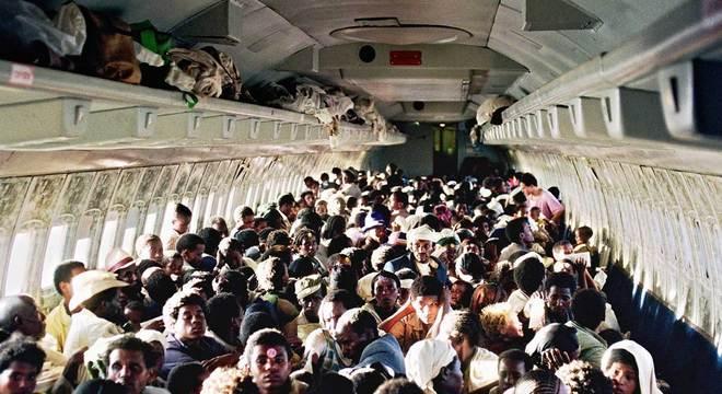 Em 28 transportes aéreos, 6.380 judeus etíopes foram levados para Bruxelas e, depois, para Israel