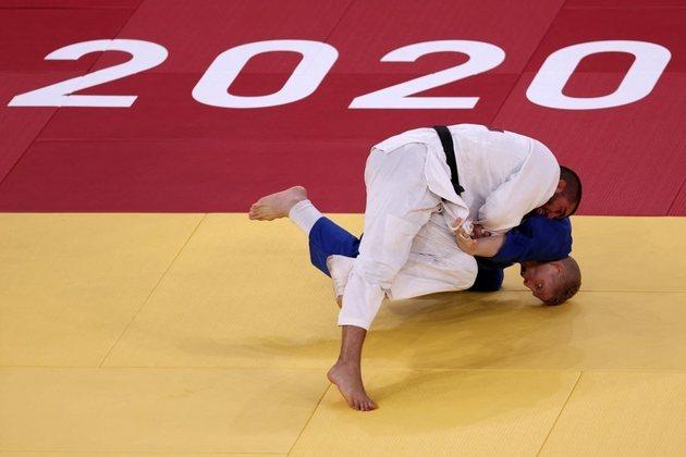 JUDÔ - No duelo da equipes mistas, o Brasil estreou com derrota para a Holanda por 4 a 2. Apenas Daniel Cargnin e Mayra Aguiar venceram as lutas contra os adversários. Na repescagem, a equipe brasileira também perdeu por 4 a 2, para Israel, com vitórias de Mayra Aguiar e Maria Portela.