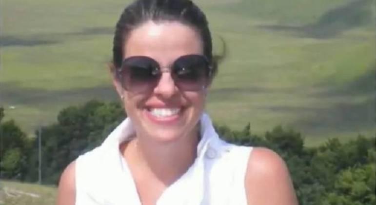 Viviane foi morta a facadas pelo marido  na frente das três filhas