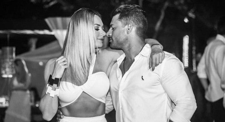 Juju Salimeni termina namoro com Helisson Dias: 'Acreditem no amor'