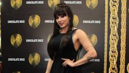 Juju Salimeni aparece com os cabelos pretos e impressiona fãs em evento fitness ()