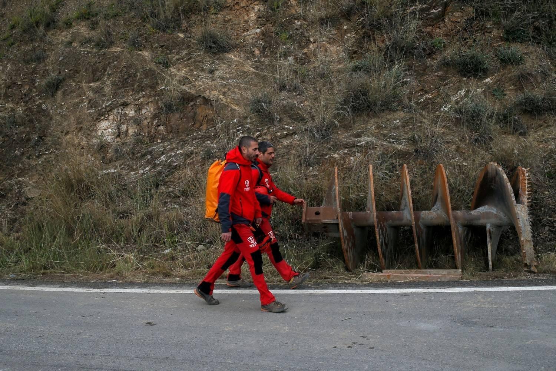 Máquina está a 15m da meta para resgatar menino que caiu em poço