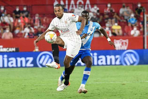 Jules Koundé - Zagueiro do Sevilla é alvo do Chelsea para reforçar o sistema defensivo