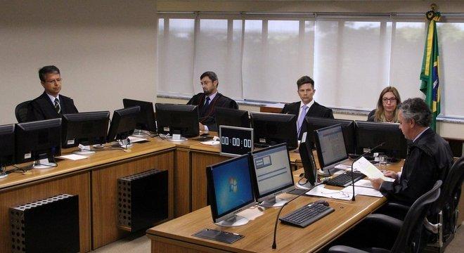 Julgamento em segunda instância manteve a condenação de Lula no caso do tríplex do Guarujá; STJ confirmou decisão
