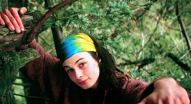 Julia ficou 738 dias morando na árvore