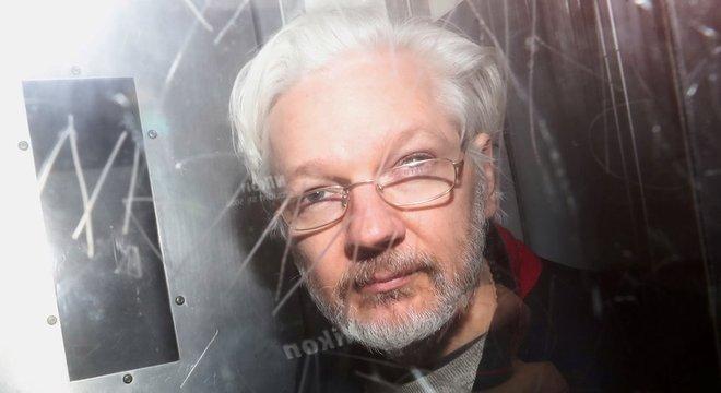 Governo americano soliticou extradição de Assange por publicação de documentos secretos