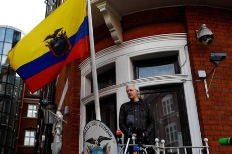 Nas redes sociais, Assange debatia temas espinhosos