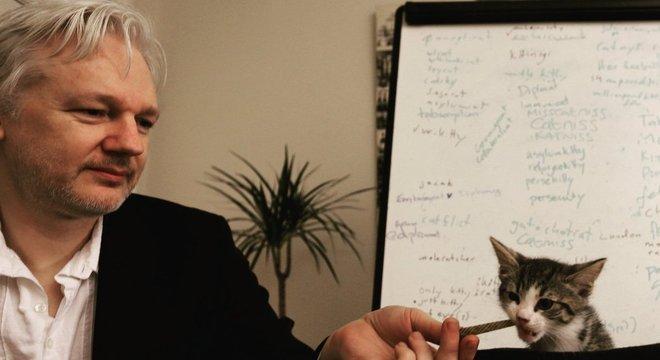Assange entrou na mira da Justiça norte-americana após vazar segredos de Estado