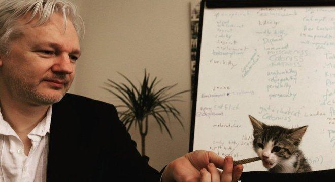 Fundador do WikiLeaks é acusado de crimes de espionagem nos EUA