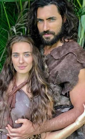 """Juliana Boller e Carlo Porto, do elenco de """"Gênesis"""""""