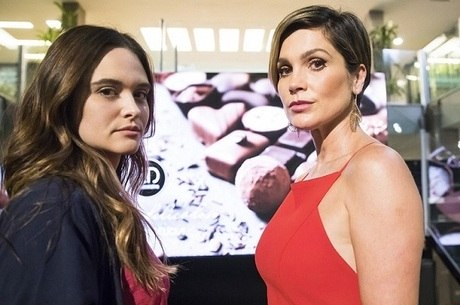 """Juliana Paiva e Flávia Alessandra em cena de """"Salve-se Quem Puder"""""""