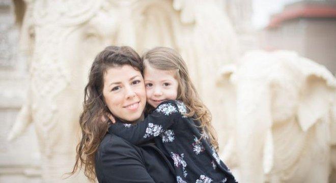 Autora de livro sobre fala entre crianças, Juliana Trentini diz que pais devem procurar ajuda quando suspeitarem de atraso no desenvolvimento