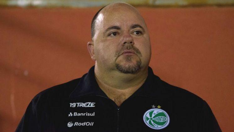Julinho Camargo, treinador de clubes como Pelotas, Grêmio e Internacional, ficou na UTI por uma semana lutando contra falta de ar.