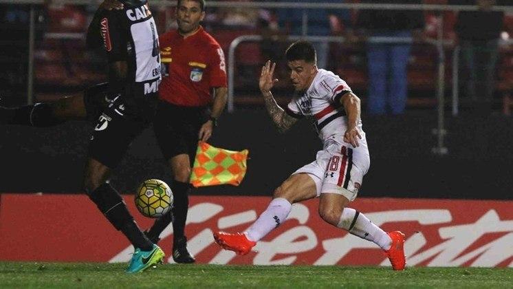 Julio Buffarini - O lateral-direito chegou ao São Paulo em 2016 e ficou até o ano seguinte na equipe. Disputou 40 jogos pelo Tricolor e hoje está no Boca Juniors.
