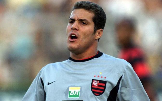 Júlio Cesar (41 anos) - Ídolo do Flamengo e um dos goleiros brasileiros com maior sucesso na Europa, Júlio Cesar deixou os gramados em 2018. Atualmente, é um dos embaixadores do Fla e comenta jogos na televisão.