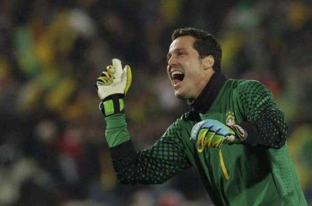 JULIO CESAR - Na época goleiro do Flamengo, ele pendurou suas luvas no próprio clube carioca em 2018. Depois de deixar os gramados, chegou a trabalhar como comentarista esportivo no SporTV e na DAZN.
