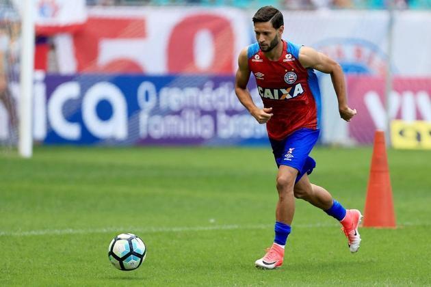 Juninho Capixaba (Bahia - Lateral-Esquerdo) - 23 anos -  contrato até dezembro de 2021