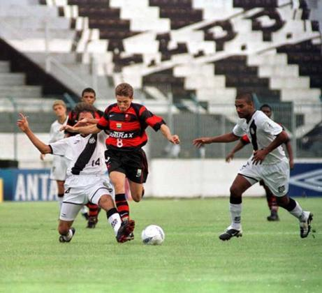 Juninho Paulista foi campeão carioca pelo Flamengo em 2007, mas não conquistou títulos com o Palmeiras.