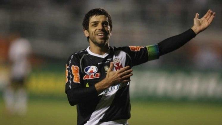 Juninho Pernambucano: o meia cobrou na Justiça R$ 1,5 milhão do Vasco, alegando que o clube lhe devia em salários e direito de imagem referentes a sua última passagem por São Januário, em 2013.