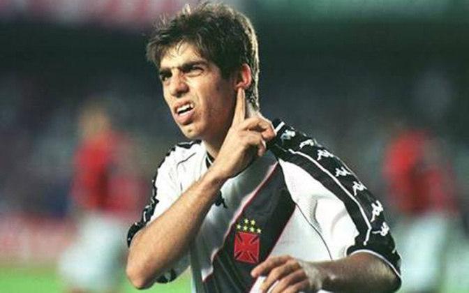 Juninho (Vasco) - Ídolo do Vasco, Juninho teve a sua primeira passagem pelo clube entre 1995 e 2000. Se transferiu para a França, onde virou ídolo do Lyon. Em 2011, o jogador retornou à São Januário com muita festa da torcida.